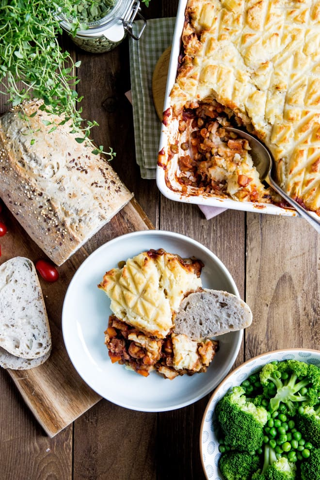 Vegan Shepherds Pie - vegan version of this family favourite, crammed with low fat but protein rich split peas, veggies and tonnes of hearty flavour! #vegan #shepherdspie #vegetarian #meatless #plantbased #dinner #recipe   thecookandhim.com