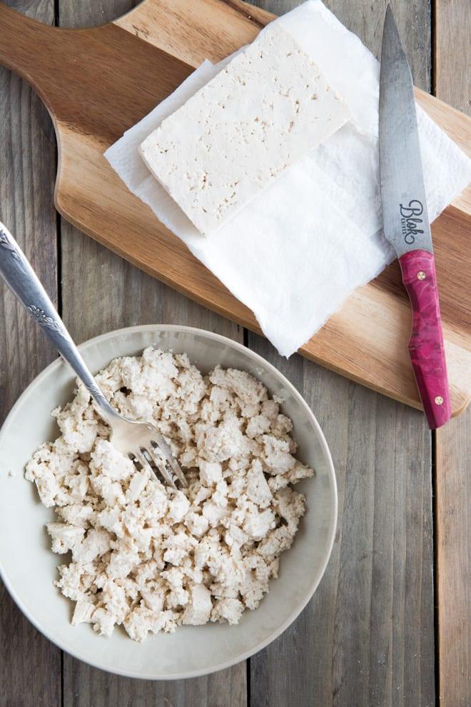 Vegan Scrambled Eggs - this simple tofu scramble is a great vegan alternative to scrambled eggs, full of flavour and high in protein! #veganbreakfast #veganeggs #tofurecipes | Recipe on thecookandhim.com