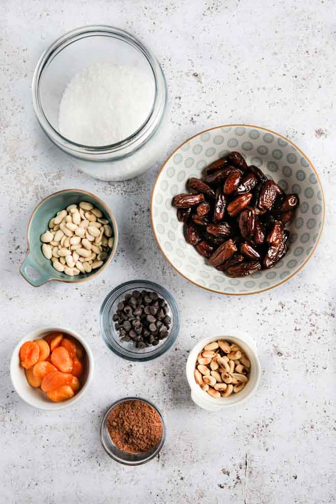 These refined sugar free homemade larabars are the perfect healthier snack! Full of dried fruit, nuts, chocolate and a dash of sea salt, they are sticky, delicious, nutritious and very moreish! #larabars #healthysnack #vegansnacks #veganrecipes #sugarfree #healthysweetsnacks #thecookandhim #dates | Recipe on thecookandhim.com